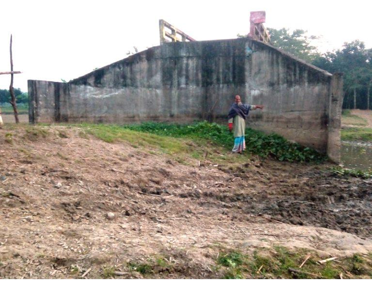 বাঘায় পদ্মার নদীর নালায় দুটি সেতু নিসঙ্গতায় ৪ বছর